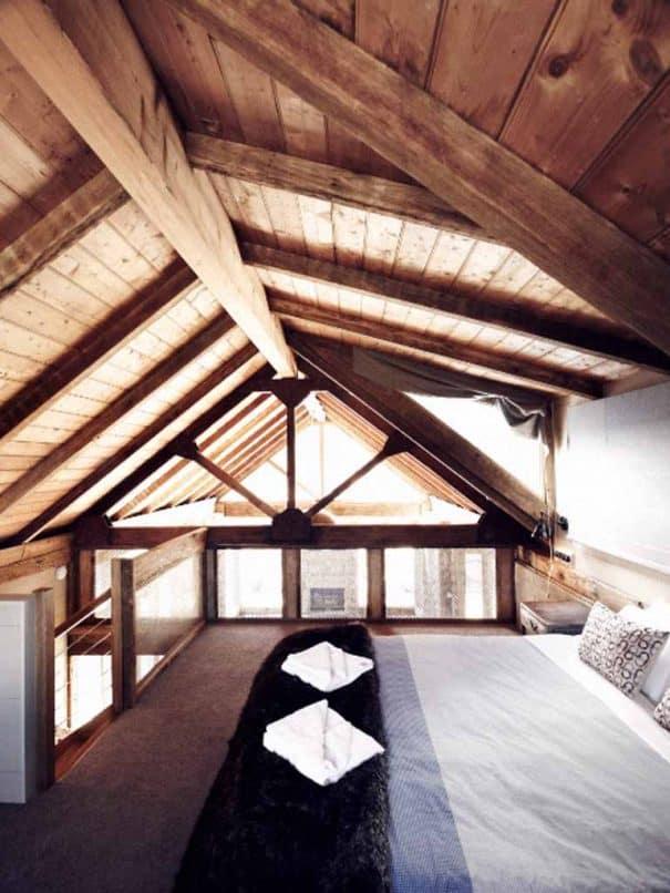 upstairs_roof_room